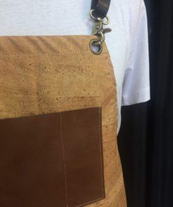 Avental 163 pormenor bolsos no peito - cortiça