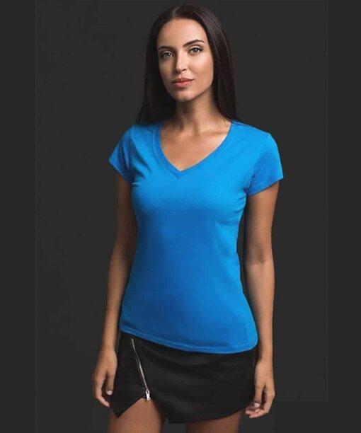 Tshirt atenas mulher azul com gola em bico - modelo